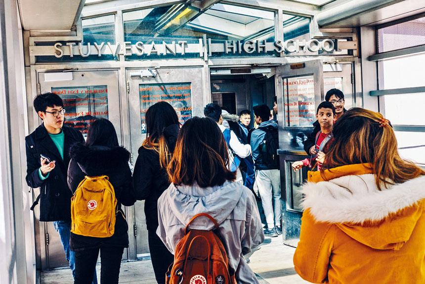 史蒂文生高中的亞裔優勢尤其明顯,佔比例高達68%。Christopher Lee/紐約時報