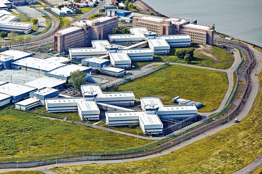 據悉大部分確診囚犯都在雷克斯島監獄。 Damon Winter/紐約時報