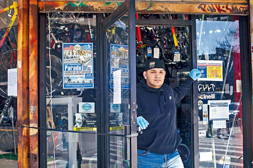 單車店負責人羅梅羅表示,將會盡力保持繼續開店。 Dave Sanders/紐約時報