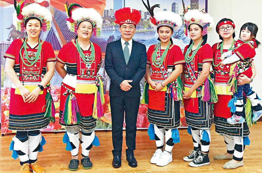 (左起)林碧憶、林春鳳、歐宏偉、陳蓓均、楊妤柔、林詠琇合影。主辦方提供