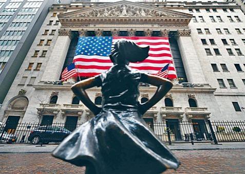 美股杜指期貨一度彈升八百二十九點,但美股開市現獲利盤,走勢反覆。