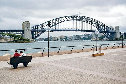 澳洲加強防疫措施,在公共場所聚集人數只限兩人。