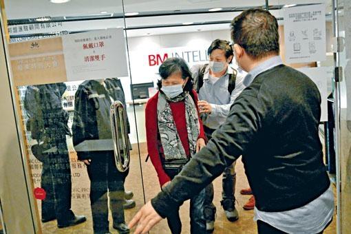世紀娛樂國際舉行EGM,限制小股東入場人數惹起不滿,警察到場了解。