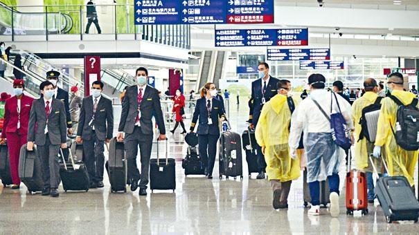 機組人員與旅客,都有充足裝備。