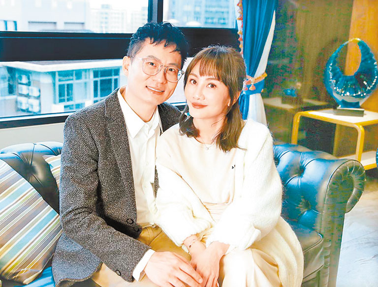 王宥忻(右)與老公(左)
