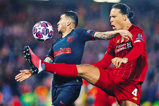 英超賽會昨宣布無限期暫停賽事,利物浦多年的 冠軍夢或成空。 路透社