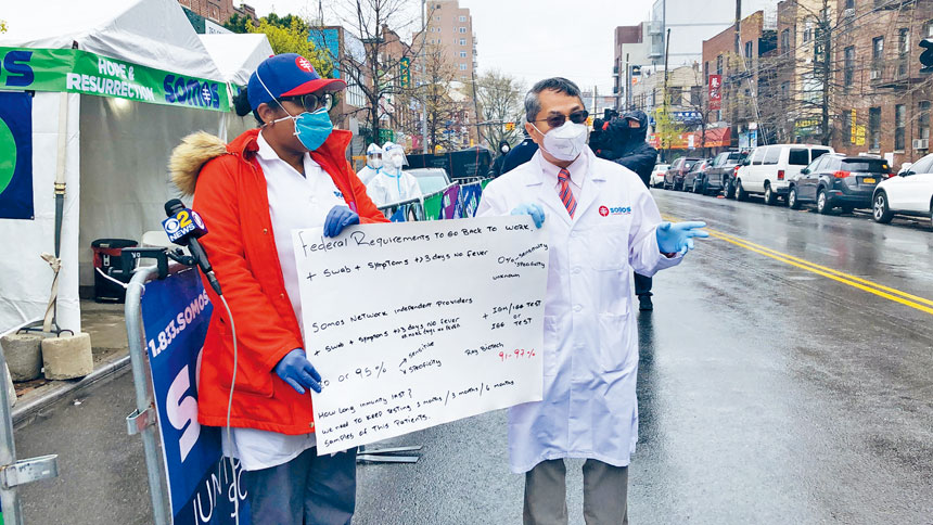 和諧社區醫療大聯盟社區護理總裁陳治年介紹抗體檢測。