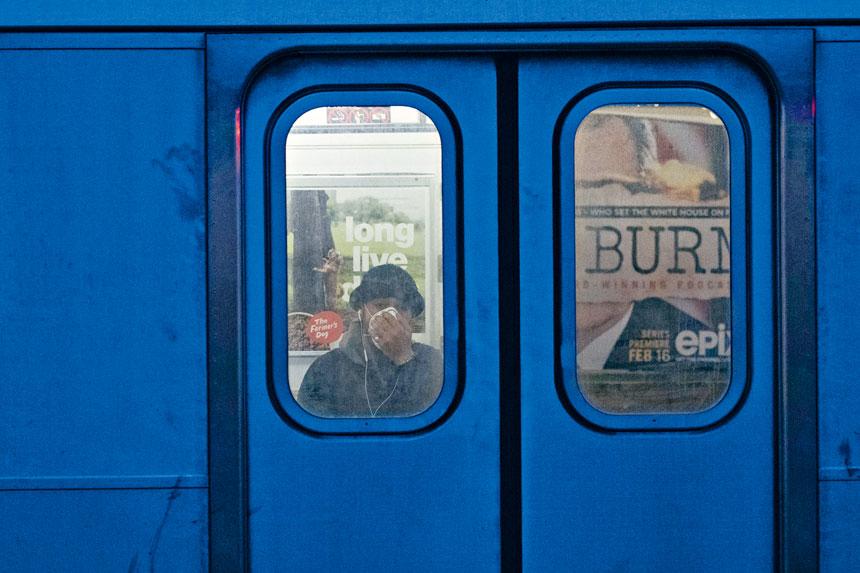 地鐵乘客量大減,但遊民漸漸愈來愈多。 美聯社
