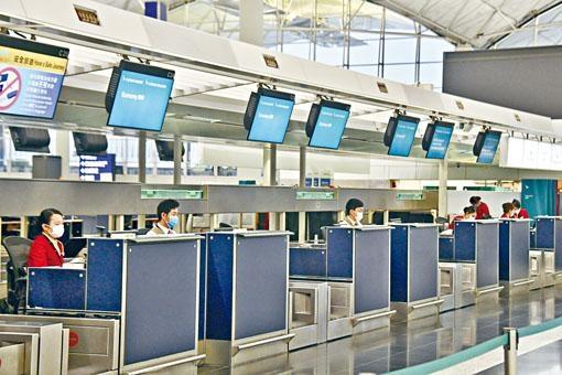 新冠肺炎疫情下國泰昨再削減僅餘的航班,同時宣布今年內高層減薪兩成半至三成。