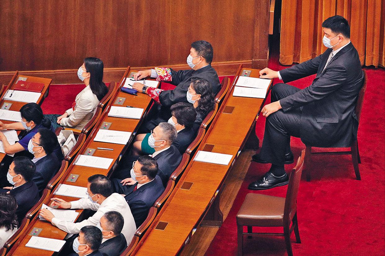 全國政協委員姚明參加會議。 美聯社
