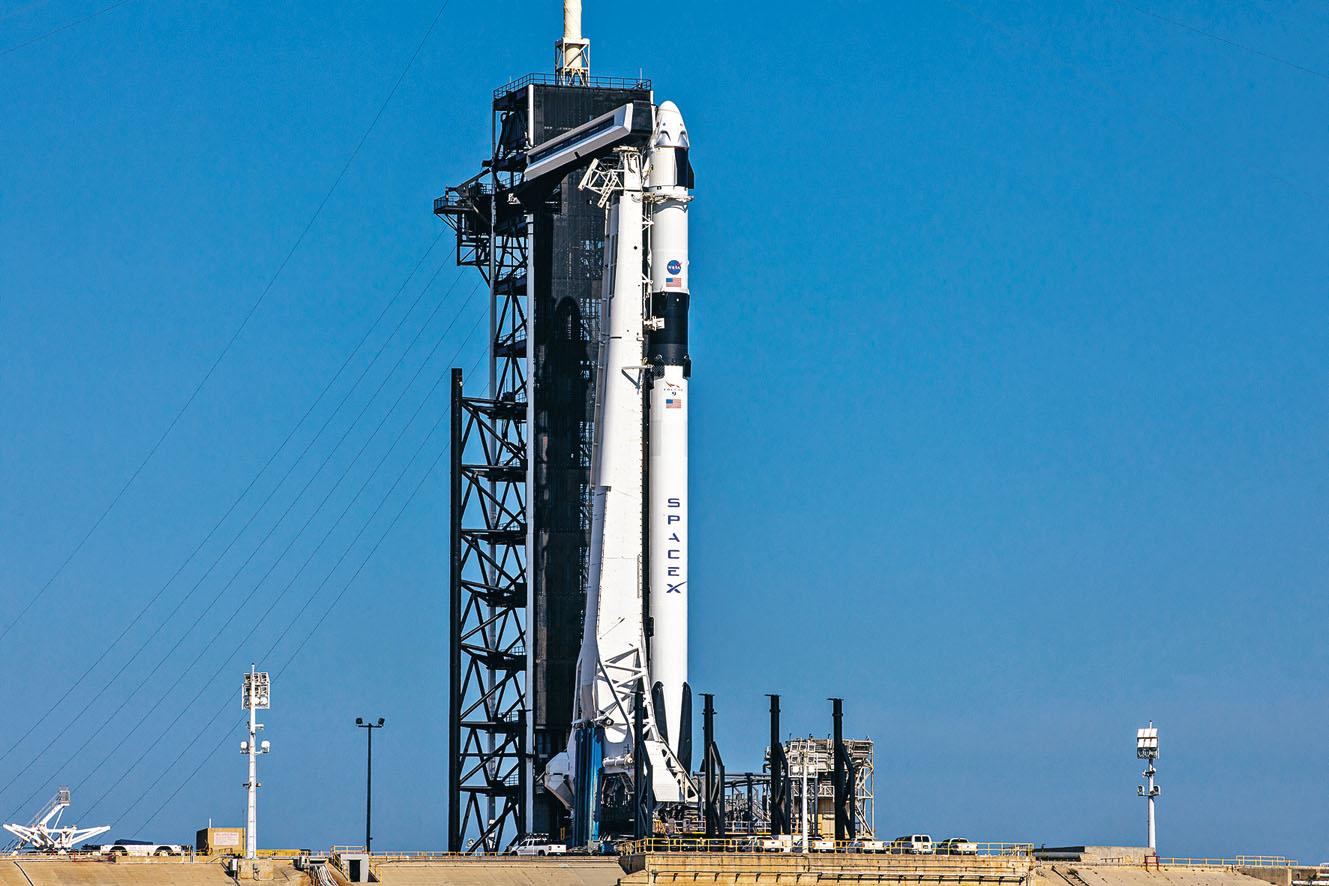 搭載有「龍」飛船的「獵鷹9號」火箭,已在甘迺迪太空中心39A發射台準備就緒。