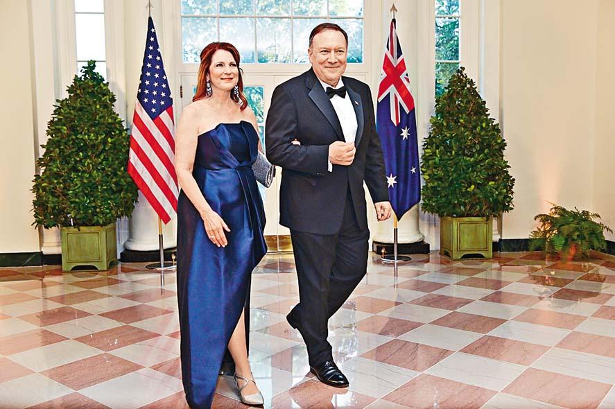 蓬佩奧去年九月與妻子出席白宮活動。  資料圖片