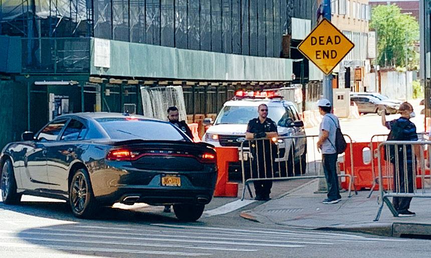 通往商場停車場的40路主要進出口臨時關閉。