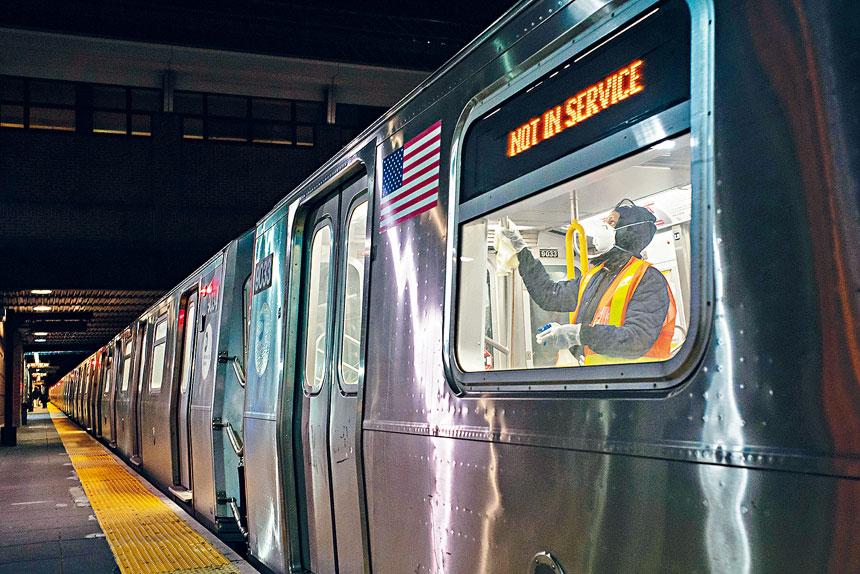 在疫情高峰期的4月4日,地鐵脫班率曾高達41%。Todd Heisler/紐約時報