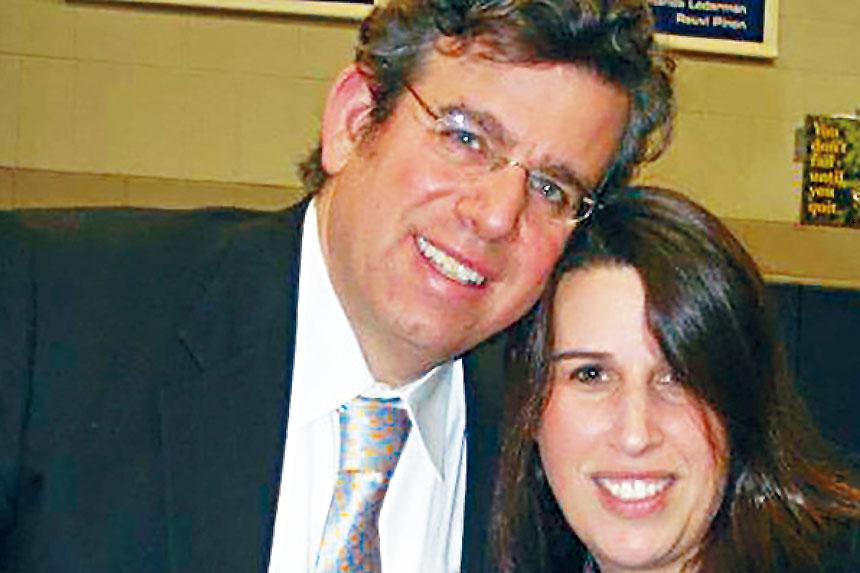 律師加布茲(左)被稱為紐約的新冠「零號病人」。臉書圖片