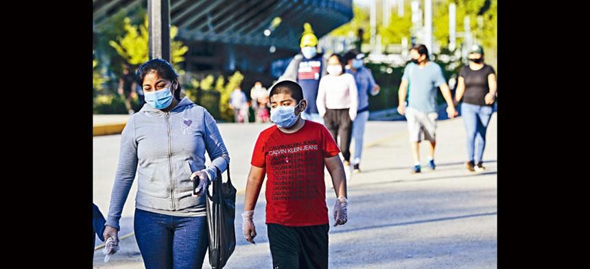 雖然紐約疫情似有緩和,但專家稱移民人口仍屬高危。美聯社