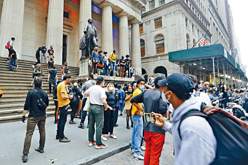 示威期間爆發衝突,最終有超過40人被捕。美聯社