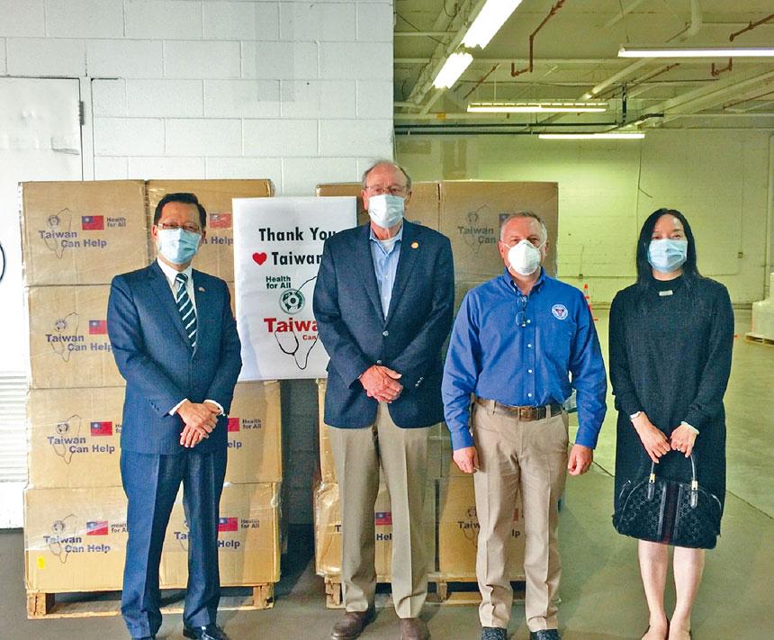 維珍尼亞州商務廳廳長Brian Ball(左2)、緊急管理處處長Jeffrey Stern(右2)與周道元組長(左1)及江月琇秘書(右1)合影。