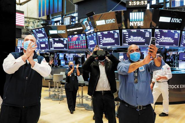 隨著新冠疫情的發展在今年成為金融市場的主宰,越來越多的交易員們不得不開始學習病毒學術語。路透社