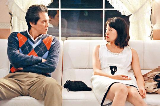 石橋靜河因家中守舊思想,讓她與父親加藤雅也關係時好時壞。