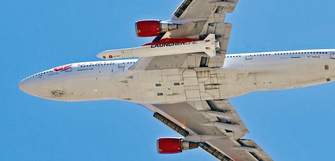 搭載火箭的波音客機「宇宙女孩」,周一從洛杉磯起飛。