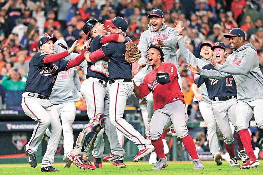 華盛頓國民在此前比賽中取勝之後進行慶祝。美聯社