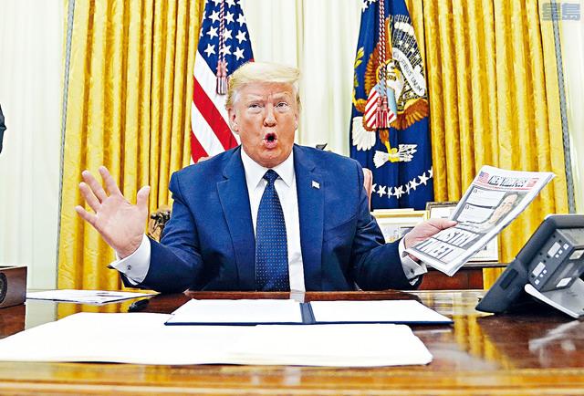 總統特朗普簽署一項行政命令,目標對準《通訊規範法》第230條,希望能對社媒進行監管,削減社媒審查內容的權力。 美聯社