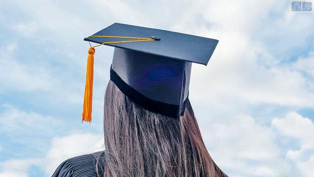 新冠疫情重創經濟並衝擊就業市場,年輕人尋找工作變得難上加難,部分大學向歷年校友求助,動員人脈力量,協助應屆畢業生投身職場。資料圖片