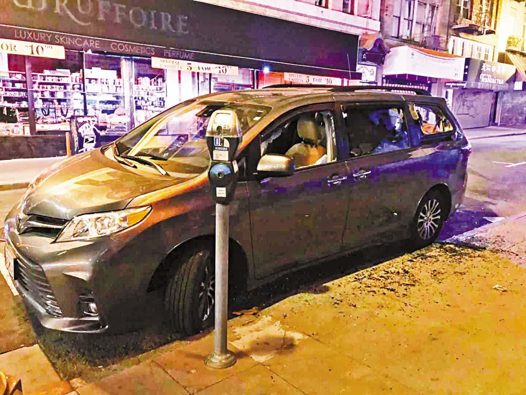 華埠沿街車輛被砸破玻璃。 「 和平隊」相片