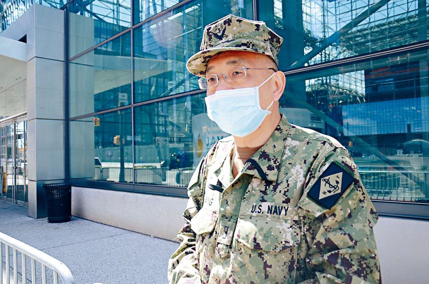 鄭永佳在賈維茨方艙醫院執勤。