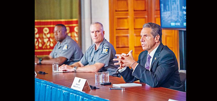 柯謨在記者會上狠批白思豪。州長辦公室Flickr圖片
