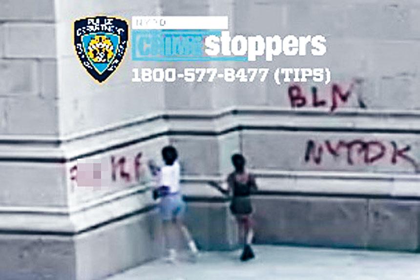 警方發布閉路電視畫面通緝2人。紐約市警務處圖片