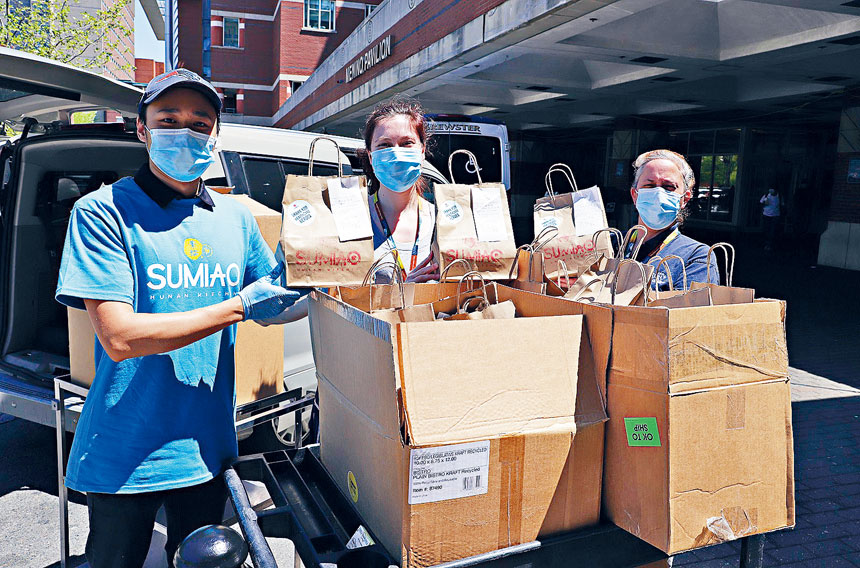 素描湘送愛心盒飯給波士頓醫療中心的醫護人員。檔案圖片