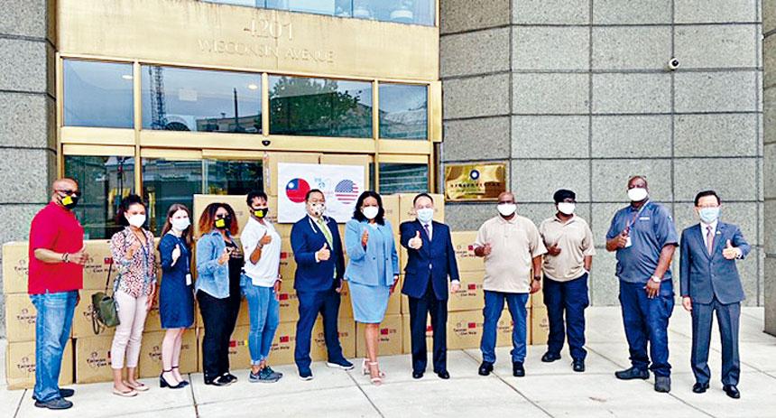 台灣捐贈10萬片醫療用口罩給華盛頓特區市政府。