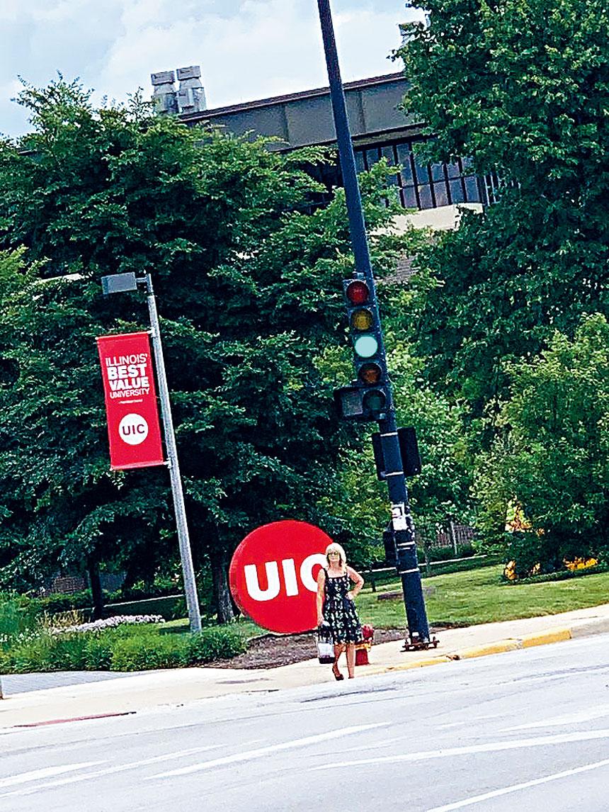 伊州大學芝加哥校區(UIC)也將於秋季復課。梁敏育攝