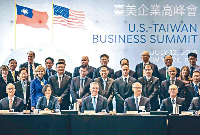 蔡英文(前左二)去年訪美期間,舉行台美企業峰會。