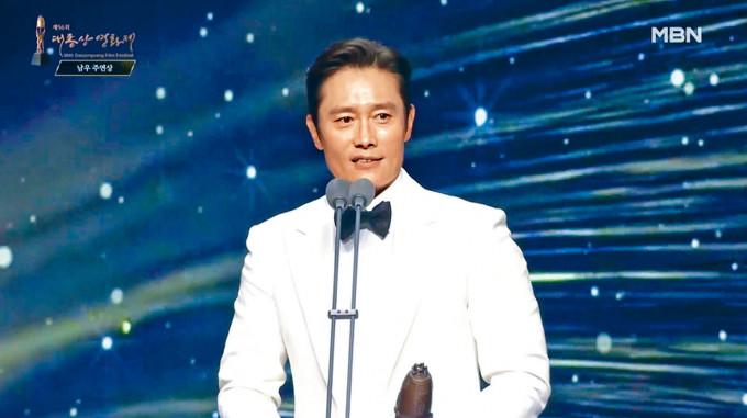 李秉憲憑《白頭山》第3度封大鐘影帝。