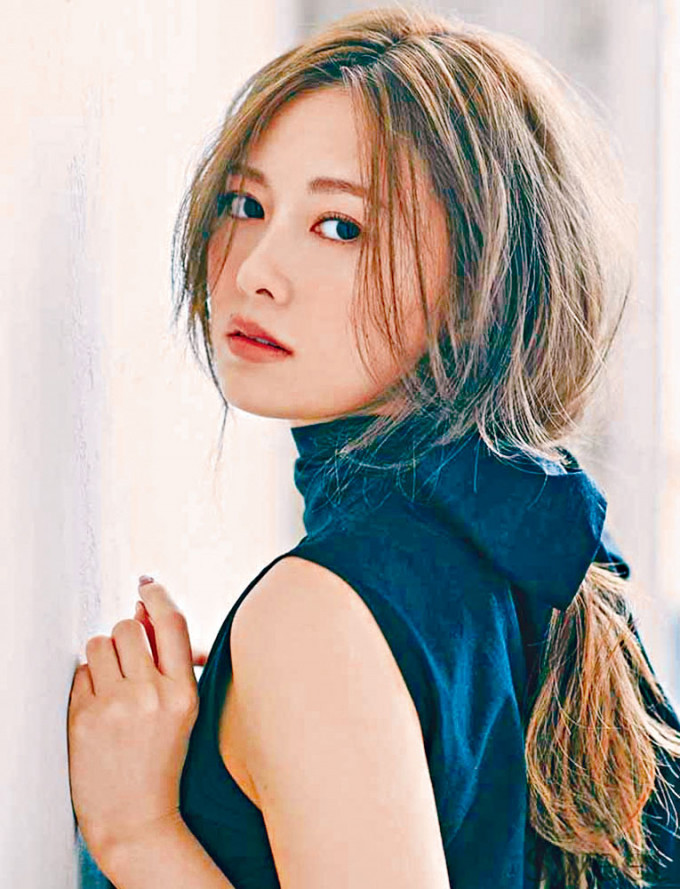 白石麻衣連續4年被選為「最貌美女性偶像」冠軍。