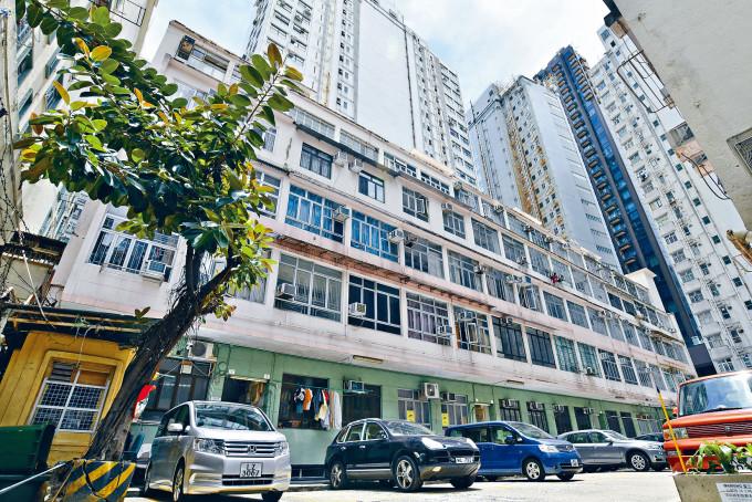 北角天宮台坐落在寧靜的私人街道上,樓高僅六層(地庫、地下、一至四樓),重建價值高。