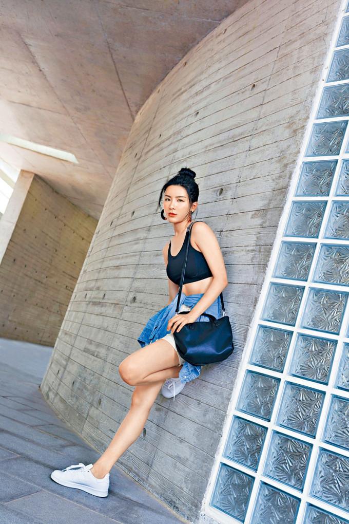 陳欣妍走遍大街小巷取景。