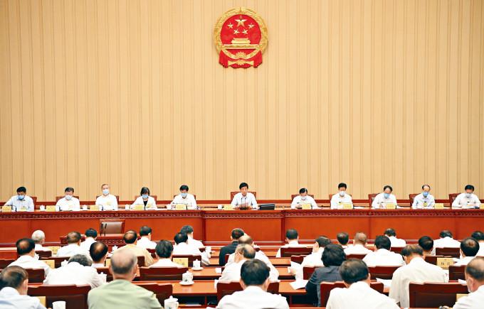 全國人大常委會本周日起將舉行另一次全國人大常委會,預料「二審」《港區國安法》,並最後拍板通過。