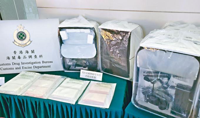 荷蘭運港辦公室椅背軟墊子藏有可卡因毒品。