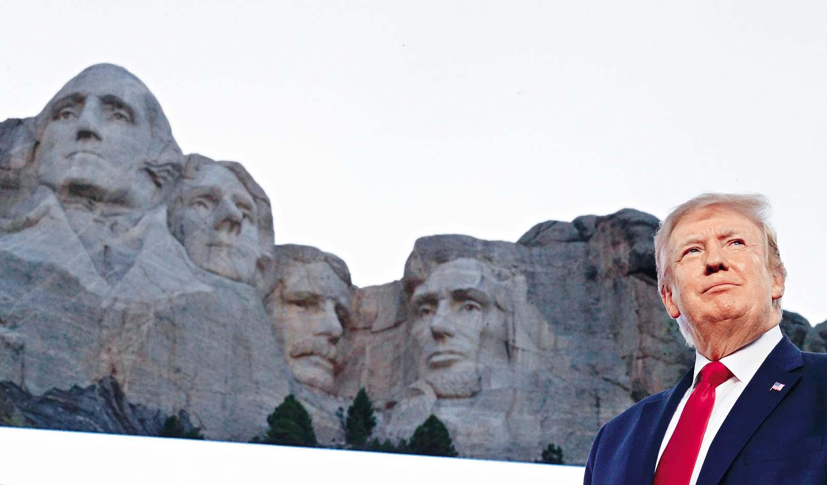 ■特朗普上周五在拉什莫爾山(俗稱總統山)慶祝獨立日。 路透社