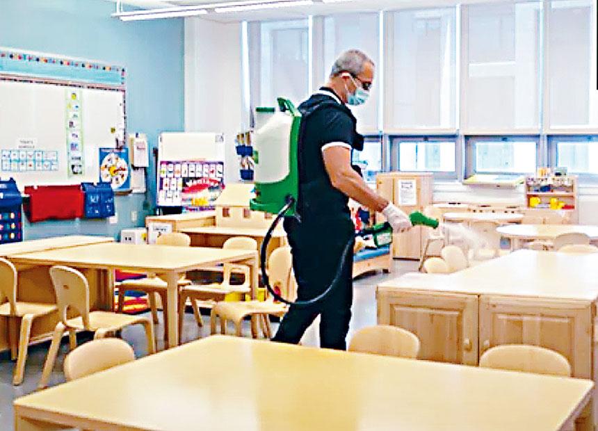 公校重開後,每天白天和夜間將進行全面清潔消毒工作。視頻截圖