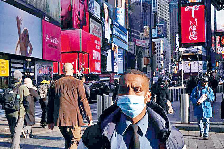 有研究指出,紐約州的新冠疫情仍為「中風險」,病毒以「緩慢但受控」的規模在傳播。 資料圖片