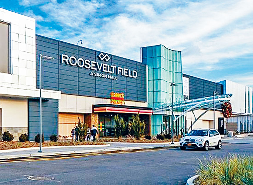 受到新冠肺炎疫情影響關閉4個月的長島納蘇縣最大型室內綜合購物中心羅斯福商場, 由縣長庫倫主持重開儀式。