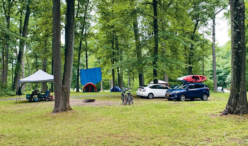 紐約州立公園露營場地,6月下旬局部解封,出現報復式露營現象,營地預約已爆滿。