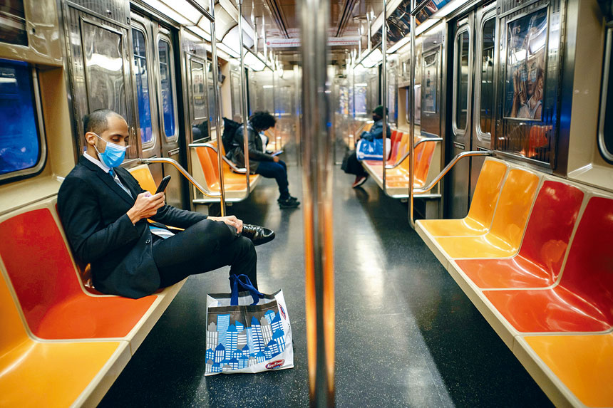 若MTA未獲聯邦救助,地鐵及巴士服務料大受影響。Todd Heisler/紐約時報