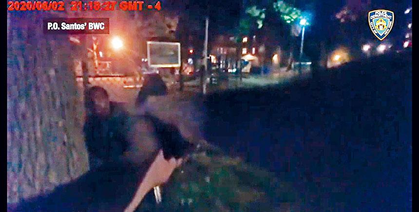 警方公布槍擊現場的隨身攝影機視頻。影片截圖