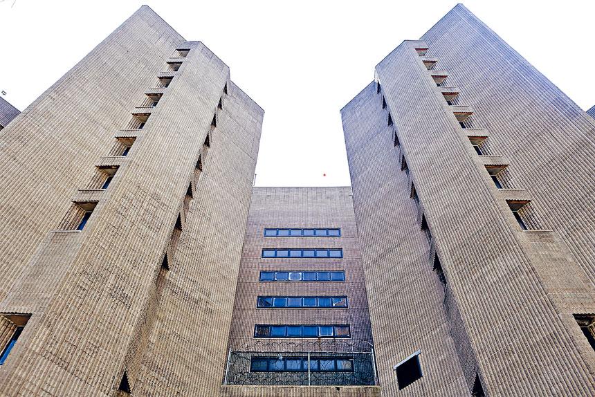 囚犯的代表律師指出,大都會監獄內可能有近百人受感染。Yana Paskova/紐約時報
